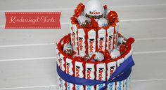 Eigentlich kenne ich kaum jemanden, der keine Schokolade mag. Ihr etwa? Daher ist die Süßigkeiten-Torte ein Geburtstagsgeschenk, das immer für große Augen und ein seliges Strahlen sorgt. Die Torte aus Schokoriegeln sieht nicht nur genial aus, sie lässt sich auch an den Geschmack des Geburtstagskindes anpassen. Wer von euch Lust hat, zum Geburtstag auch mal …