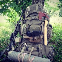 Your Get Home Bag Contents and few items from your Automobile EDC Supplies are what separates you from everyone else stuck on that stretch of road! Bushcraft Pack, Bushcraft Backpack, Survival Tools, Camping Survival, Edc Tools, Survival Prepping, Camping Hacks, Get Home Bag, Kayak Camping