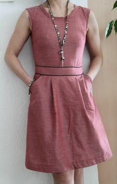 Mais quel joli modèle cette robe belladone de Deer and doe… Elle m'avait tout de suite tapé dans l'oeil. Je me suis acheté un joli chambray rouge chez cousetteet pour souligner l…