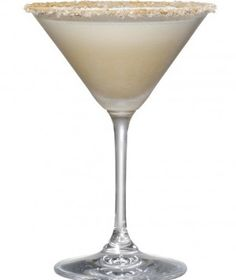 Amaretto cream liqueur.Making clear liqueurs yourself is a definite economy Long Drink, Drink Me, Red Martini, Fun Drinks, Cocktail Drinks, Yummy Drinks, Beverages, Margarita Cocktail, Martini Recipes
