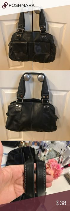 Memorial Sale‼️Perlina Leather Black Purse🌹 🔥Final Sale💥contemporary, stylish, and sophisticated handbag are the heart of the Perlina collection. Created by brothers Roger and Cezar Mizrahi in 1989, the Perlina brand has developed a following of fashion forward women who have come to love and appreciate the brand's combination of timeless, sophisticated, Crafted with fine quality leathers from Italy and South America. 16X9X5 Perlina Bags Shoulder Bags