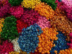 Aprende 3 sencillas técnicas para cambiar el color de tus flores