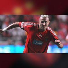 """Yebda - """"Se marcar ao Benfica não vou festejar"""" Jogou no SL Benfica na época 2008/09 e agora atua pelo Belenenses. """"Não vou festejar. O Benfica foi um clube onde as coisas me correram muito bem. Gostei dos jogadores, do staff e dos dirigentes com quem trabalhei. Tenho imenso respeito pelo clube"""", afirmou o argelino que, ainda a propósito do possível reencontro, reconhece que será um jogo diferente. """"Será especial pelas boas recordações que guardo. Mantenho contactos, apesar de a maior parte…"""