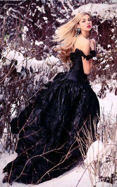 via http://lookbook.nu/look/3109559-Cinderella-run-before-it-s-too-late