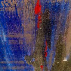 PROFONDO BLU multimaterico su tela     190x35 x2.                                            Lo spazio blu ci aiuta ad ascoltare la voce della coscienza dove dio si rivela ,e una dimensione che sta sopra di noi nell'infinito, e quindi è' il luogo della purificazione interiore in cui, forse, riusciremo a intravedere l'essenza del nostro io .            R.Battaglia