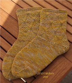 Ravelry: Pomme de pin socks pattern by Nicole Masson