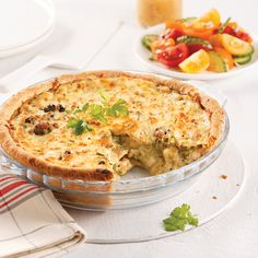 Cheesy Chicken Pot Pie With Broccoli - 5 ingredients 15 minutes Confort Food, Cheesy Chicken, Pot Pie, Salad Bowls, One Pot Meals, Great Recipes, Food Porn, Yummy Food, Dishes