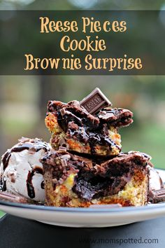 Got Candy? Make our Reese's Pieces Cookie Brownie Surprise Recipe! #HersheysHalloween