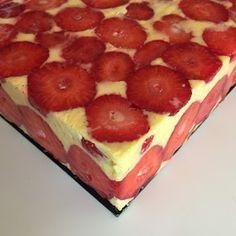 J'en reste baba: Fraisier de Yann Couvreur Layered Deserts, Chefs, Cake Recipes, Dessert Recipes, Trifle Desserts, Summer Recipes, Love Food, Sweet Tooth, Cheesecake