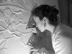 Os portugueses em destaque no mundo das artes!  Hoje no Cá se Fazem, revelamos o talento de Iva Viana, uma jovem artista vianense, que transforma o gesso em magníficas obras de arte.  Saiba mais, clicando no link abaixo e tendo acesso ao texto integral.  #arte #escultura #gesso #vianadocastelo
