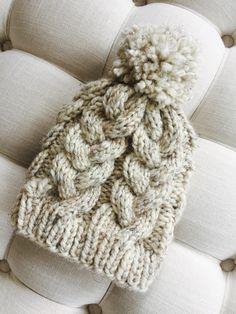 Beanie Knitting Patterns Free, Beanie Pattern Free, Free Knitting, Crochet Patterns, Knitting Yarn Diy, Chunky Hat Pattern, Knitting Machine, Knitting Projects, Baby Knitting