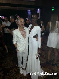 Yo junto a la que consideré la mejor vestida de esta noche de moda.