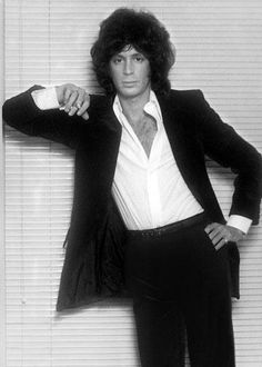Up-to-date news and information on singer/songwriter Eric Carmen from his pre-Raspberries past to the present. Eighties Music, 70s Music, Beautiful Voice, Beautiful Men, 70s Rock Bands, American Bandstand, Power Pop, Glam Rock, Pop Rocks