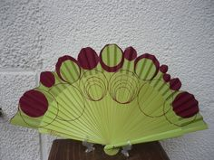 PARAGUAS Y ABANICOS PINTADOS A MANO PILAR VILLÉN: ABANICOS Hand Held Fan, Hand Fans, Antique Fans, Hot Flashes, Keep Your Cool, Beautiful Hands, Delicate, Diy Crafts, Colours
