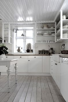 Vivre Shabby Chic: - I have no idea what is said on this blog but LOVE the photos.