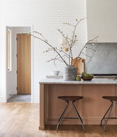 Scandinavian Kitchen Design Ideas To Try In Your House Home Design, Decor Interior Design, Interior Decorating, Simple Interior, Beautiful Kitchen Designs, Beautiful Kitchens, Kitchen Dining, Kitchen Decor, Kitchen Ideas
