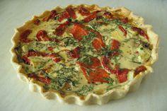 Torta salata con peperoni e besciamella un rustico semplice e gustoso da servire come antipasto o come secondo piatto diverso dal solito.