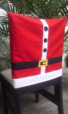 Surpreenda seus convidados e encante as crianças na ceia de Natal com uma decoração belíssima!!!  Capa para cadeiras tema roupa do papai Noel, confeccionadas em tecido Tricoline 100% algodão e aplicações em tecido Oxford e Tricoline.    Medidas aproximadas: 46x46cm