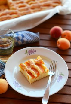 Преди да е свършило съвсем лятото и силата на слънчевите лъчи да намаляват с всеки изминал ден, ще ви покажа днешната рецепта за изключително лесен десерт с плодове.  В началото на юли тръгнахме с п