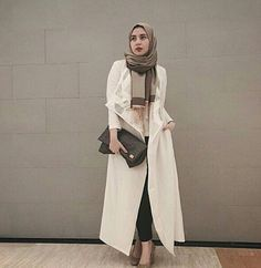 Feminine, sophisticated, and very sleek. Modest Fashion Hijab, Hijab Chic, Muslim Fashion, Hot Outfits, Swag Outfits, Modest Outfits, Modern Hijab, Modest Wear, Hijab Outfit