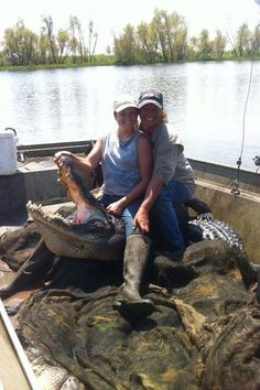 Liz and Jess Swamp People