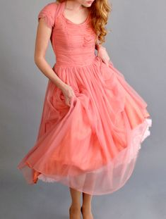 vintage coral prom dress This dress vintage turquoise prom dress # beautiful dress 1950 50s Prom Dresses, Modest Dresses, Summer Dresses, Bridesmaid Dresses, Summer Clothes, Summer Outfits, Vintage Outfits, Vintage Dresses, Vintage Fashion