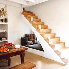 Rincones de lectura bajo la escalera