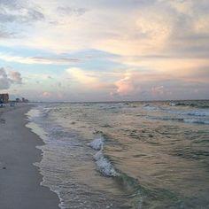 How to Take Good Beach Photos Nature Aesthetic, Beach Aesthetic, Sky Sea, Sea And Ocean, Beautiful World, Beautiful Places, Pretty Sky, Sunset Beach, Sand Beach
