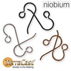 Niobium–korvakorukoukut tutustumispakkauksessa  Kampanjatuote. Tutustumispakkaus Niobium-korvakorukoukkuja, jossa on kaikki kolme väriä samassa pakkauksessa, yksi pari kutakin väriä.   http://www.helmikauppa.com/korvakorukoukut-niobium-korvakorukoukut-c-120_238_763.html