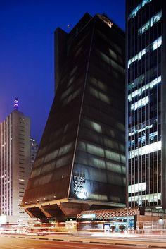 Edifício FIESP-CIESP-SESI, São Paulo, Brasil. Rino Levi Arquitetos Associados. 1979.