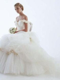 Off-the-shoulder wedding dresses | Off the Shoulder Wedding Gowns | Wedding Gowns
