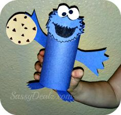DIY Cookie monster toilet paper roll craft for kids #Cheap #Sesame street #Art project | http://www.sassydealz.com/2013/08/elmo-cookie-monster-toilet-paper-roll.html