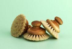 Oak bath brushes from Iris Hantverk