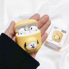 Look at how the earpods match perfectly with chimmy Mochila Kpop, Bts Doll, Air Pods, Line Friends, Kpop Merch, Airpod Case, Cute Cases, Iphone Accessories, Bts Jimin