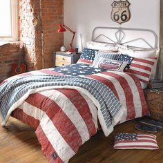 Duvet cover, with an American flag style design. An American Freshman Classic! Great Style, add some urban edge to your bedroom. American Flag Bedroom, Duvet Cover Sets, Bedroom Decor, Bed, Home, Bedroom Inspirations, Vintage Bed, Home Bedroom, Bedding Sets
