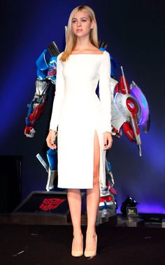 Transformers Age of Extinction star Nicola Peltz stunned in a white Dior dress with a laceup back at a press conference in Tokyo on July 29 Nice Dresses, Casual Dresses, Fashion Dresses, Dresses For Work, Club Dresses, Party Dresses, Formal Dresses, Slep Dress, Classy Outfits