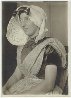 Dutch woman immigrant at Ellis Island, New York.