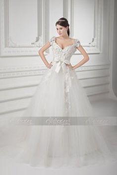 Traumhaftes Duchesse-Linie Brautkleid mit V-Ausschnitt aus Tülle