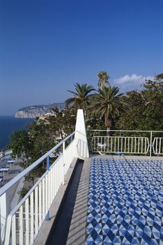 A few hundred metres above the sparkling Mediterranean on the edge of Sorrento's spectacular cliffs, Parco dei Principi is a testament to the timeless originality of architect Gio Ponti's work.