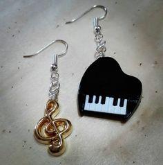 #handmade #bijoux #fattoconamore #orecchini #earrings #fattoamano #barbarariccicreations #music #piano #pianoforte #violinkey #artigianato #love #accessorize #creation #novità #workinprogress #handmadecreations #madeinitaly  Facebook : https://m.facebook.com/CreazioniBarbara/