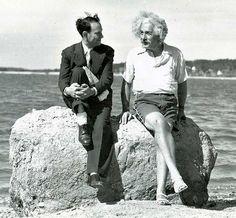 Albert Einstein in Nassau point, Long Island, New York in de zomer van 1939.