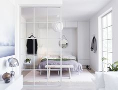10 effektive rumdelere til den lille lejlighed Small Rooms, Small Apartments, Small Spaces, Bedroom Small, Kids Rooms, Master Bedroom, Small Condo Decorating, Image Deco, Interior Desing