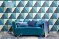 The Apex Grand wallpaper designed by Cole & Son is from the Geometric II Collection. It features a popular geometric motif of interlocking triangles, adding and eye-catching style to any wall space. Teal Wallpaper, Cole And Son Wallpaper, Painting Wallpaper, Geometric Wallpaper, Modern Wallpaper, Wallpaper Online, Wallpaper Ideas, Apex Design, Art Deco Design