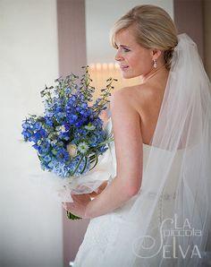 Risultato della ricerca immagini di Google per http://lapiccolaselva.com/wp-content/uploads/2012/09/2-bouquet-sposa-delphinium-blu.jpg
