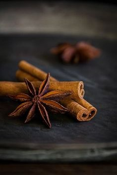 Low Key Photography, Dark Food Photography, Black Pepper Plant, Christmas Food Photography, Foto Macro, Spices And Herbs, Star Anise, Sweet And Spicy, Food Styling