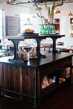 Optimist in Atlanta - El diseño de mueble fue hecho por de Skylar Morgan Furniture + Design; me gustan!!! El diseno de interiores fue hecho por Smith Hanes