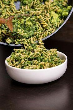 Makaron ze szpinakiem i brokułami | Przepis | Blendman.pl
