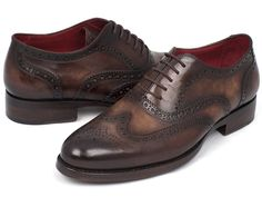 Wingtip oxford brogue men's handmade shoes. Goodyear welted construction. Brown hand painted leather upper. Bordeaux inner sole and lining Double leather sole T