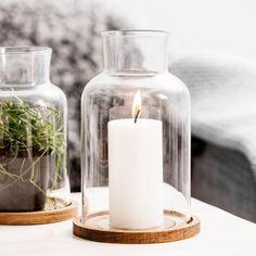 Windlicht Oval Oak von Sagaform jetzt im design3000.de Shop kaufen! Eine Symbiose aus Eichenholz und Glas – das elegante Windlicht Oval Oak...