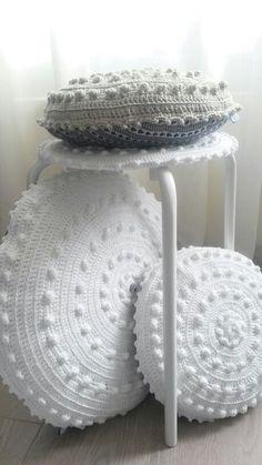 New crochet pillow cushion 16 ideas Crochet Cushion Cover, Crochet Pillow Pattern, Crochet Cushions, Crochet Patterns, Love Crochet, Crochet Granny, Crochet Baby, Diy Pillows, Decorative Pillows